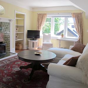 Oak Suite - Living Room