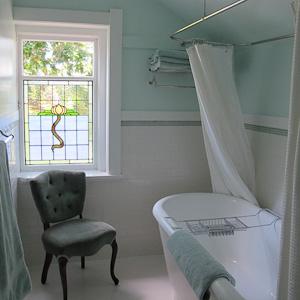 Oak Suite - Bathroom with Soaker Tub